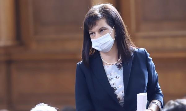 Дариткова: Радев да излезе от президентството, ако иска политически проект