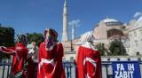 """Запазват иконите в """"Света София"""", първата молитва на 24 юли"""