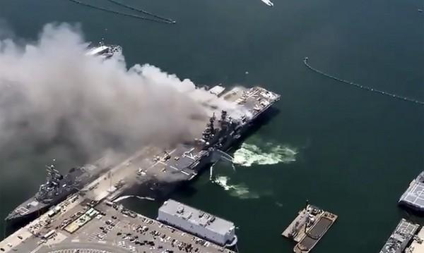 Над 20 пострадали при пожар на американски десантен кораб