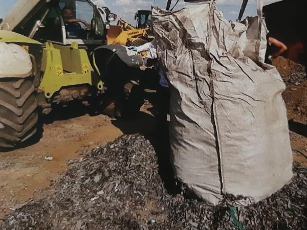 Открити и иззети са документи, придружаващи загробения боклук край град