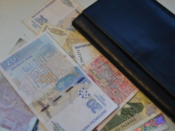 Възрастен русенец дал 900 лева на измамник, за да получи