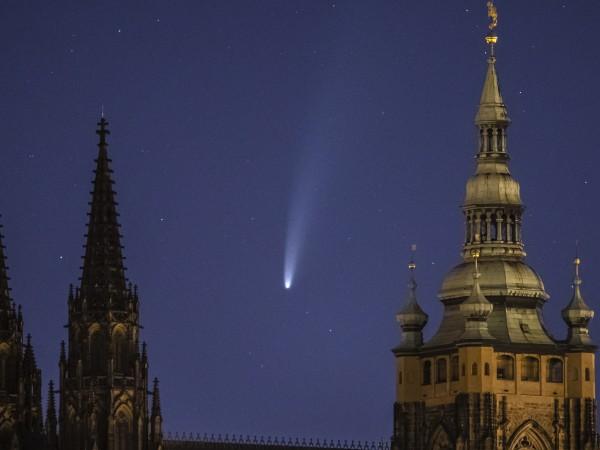 Една от най-ярките комети в последните десетилетия - C/2020 F3