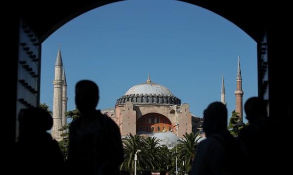 """Eрдоган уверил Путин, че ще се съхранят християнските светини в """"Света София"""""""