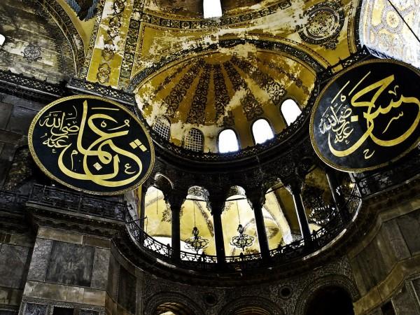 """Християнските мозайки и стенописи в """"Света София"""" ще бъдат скривани"""