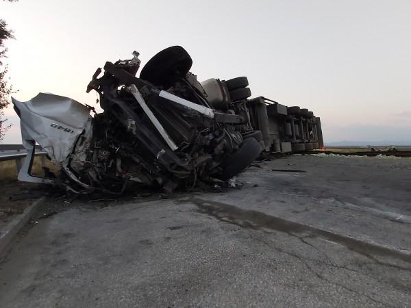 """След ужасяващата катастрофа на магистрала """"Тракия"""" най-тежко остава състоянието на"""