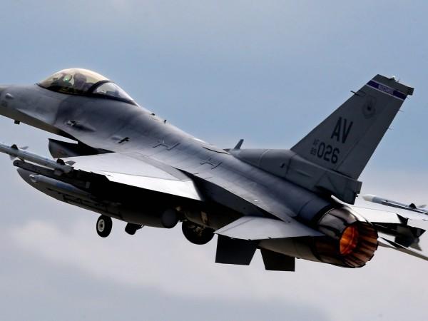 Изтребител на ВВС на САЩ F-16 Viper се разби по