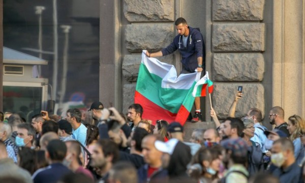 Каракачанов и Горанов: Правителството няма да подава оставка
