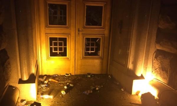 Равносметката от протеста снощи: Двама ранени полицаи и арестувани