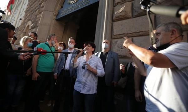 БСП отвърна на удара, атакува Караянчева