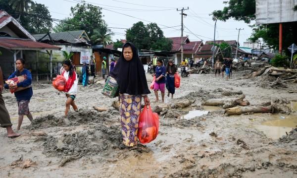 Наводненията в Индонезия взеха редица жертви