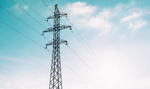 Експерти предупреждават за подвеждащи практики на свободния пазар на ток, на който малките фирми трябва да излязат