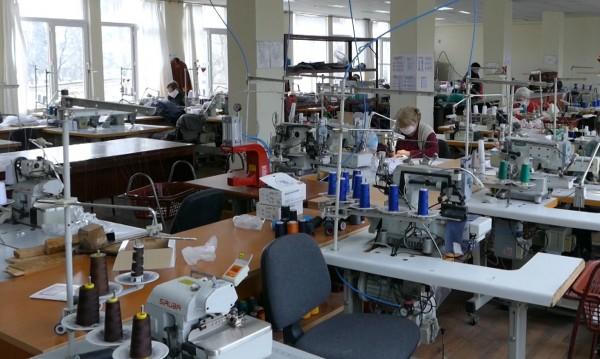 Тестват 300 души от шивашка фабрика в Димитровград за COVID-19