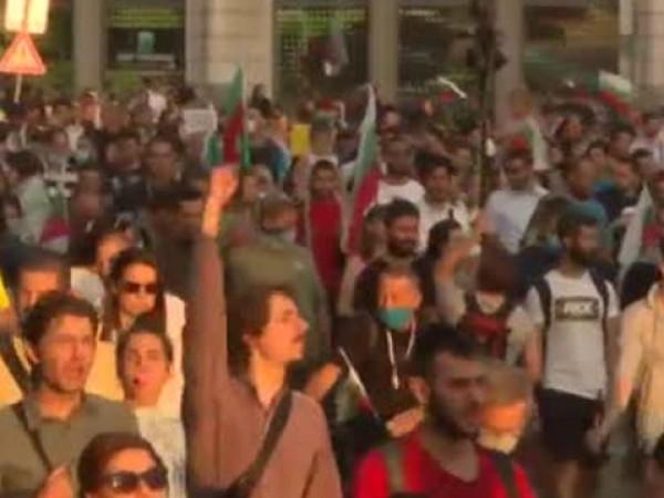 На седмия ден от протеста срещу правителството, сред хилядите хора