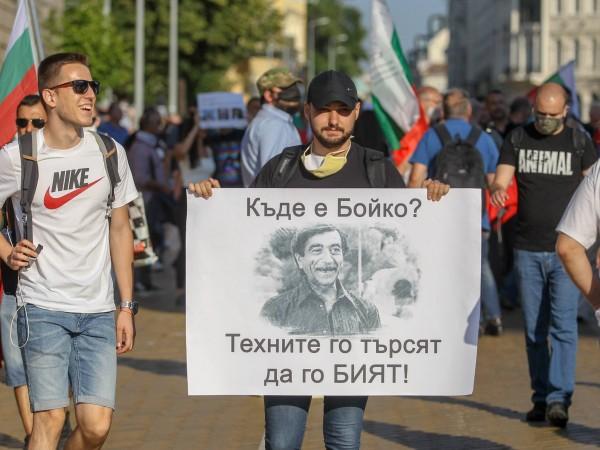 Пореден осми ден на протести в страната. В столицата хората