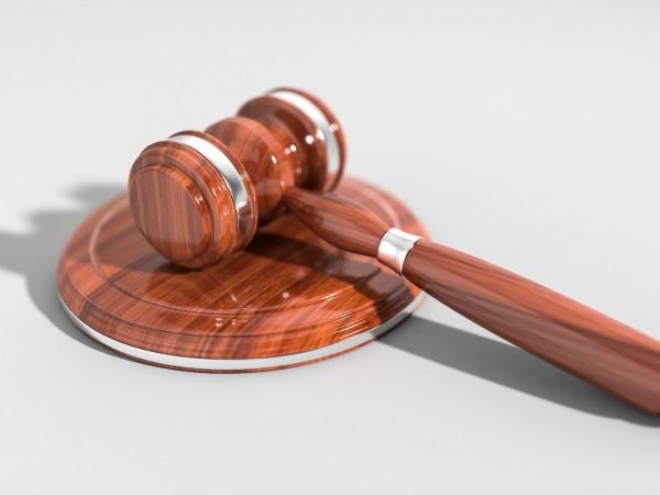 4 обвинения срещу двамата роми, които нападнаха с брадви и