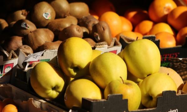 Българите заменят хляба на трапезата с месо, плодове и зеленчуци