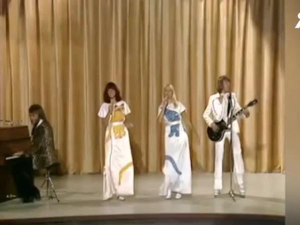 Легендарната група АББА планира да издаде пет нови песни през