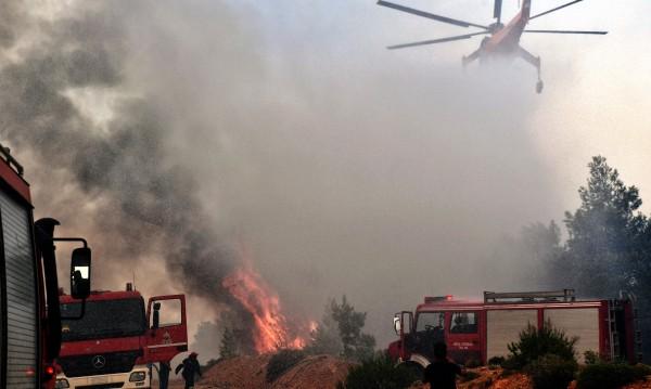 Вече втори ден продължава борбата с пожари в Южна Гърция