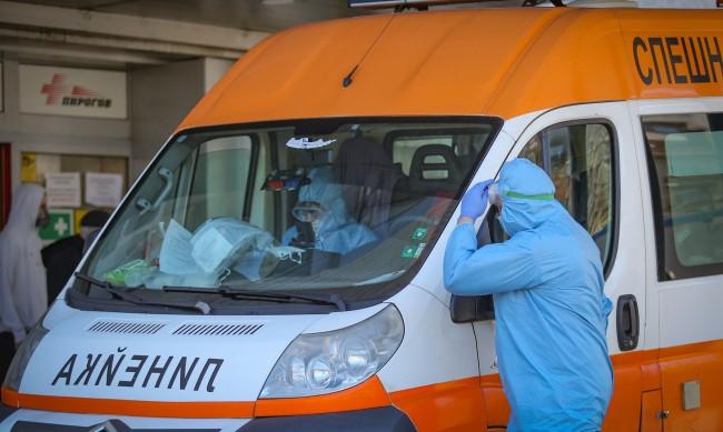 """Гледаме на вируса """"по-спокойно"""" въпреки ръста на заразените"""