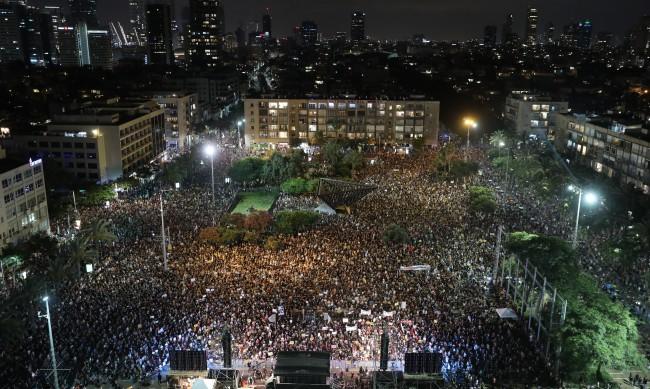 Хиляди израелци протестират срещу премиера Нетаняху