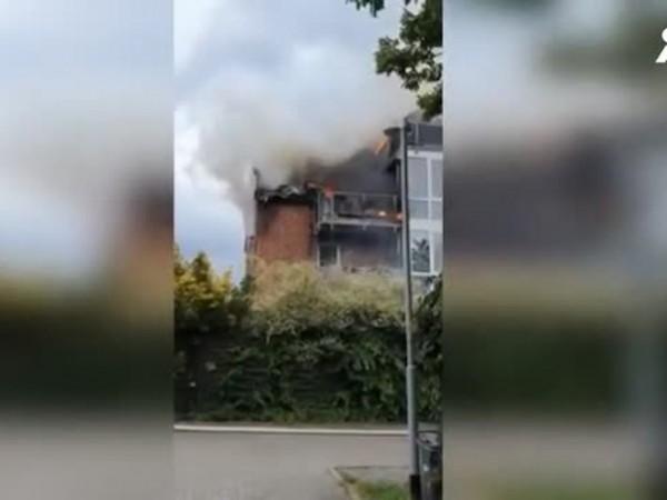 Малък самолет се разби в жилищна сграда в Германия, като