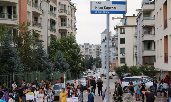 """Протест в кв. """"Манастирски ливади"""", блокираха и булевард"""