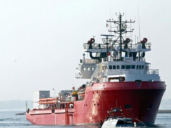 Два кораба с общо 140 души на борда са изложени