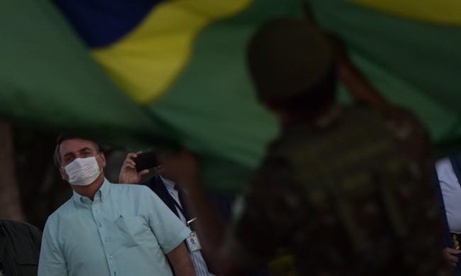 Над 2,4 млн. заразени с COVID-19 в Бразилия