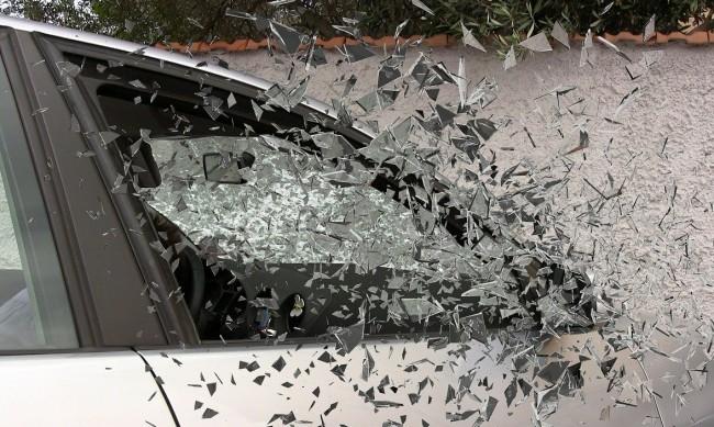 Двама са загинали при челен удар на кемпер с кола