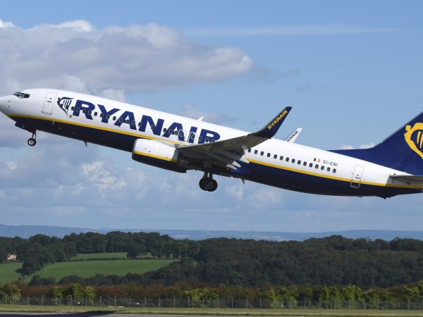Авиокомпанията Ryanair заплаши, че ще затвори базите си в Испания
