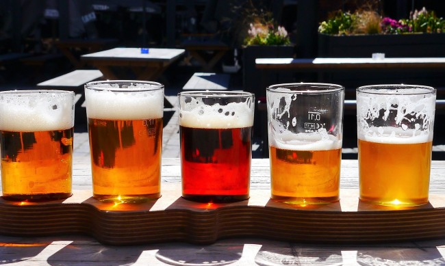Депутатите намалиха ДДС за бирата и виното на 9%