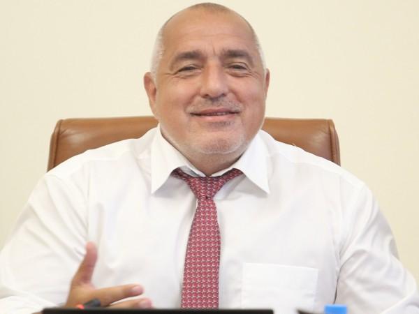 """Премиерът Бойко Борисов провери строителството на АМ """"Хемус"""" и отбеляза,"""
