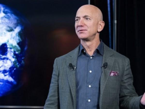Състоянието на основателя на Amazon.com - Джеф Безос, се увеличава
