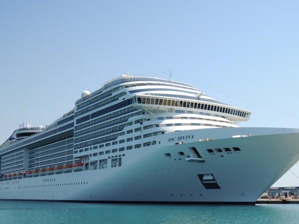 От събота, 1 август, Гърция отваря 6 пристанища - Пирея,