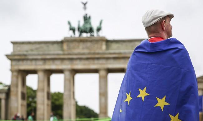 Безработицата в Германия намалява, въпреки коронакризата