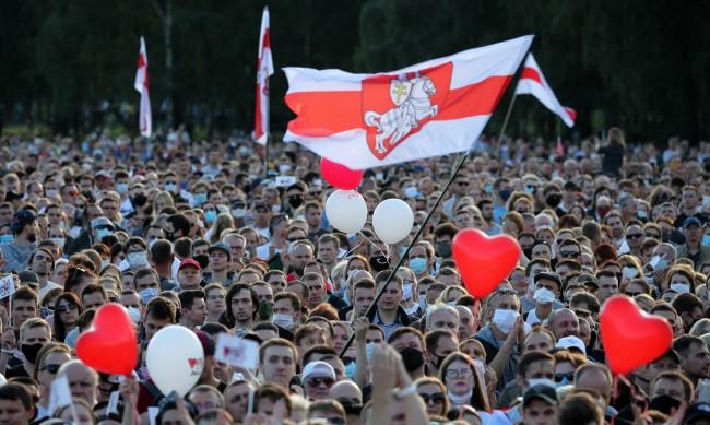 Десетки хиляди на предизборен митинг на беларуската опозиция