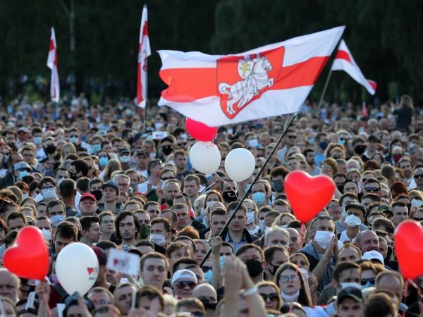 Десетки хиляди хора участваха в предизборен митинг в Минск в