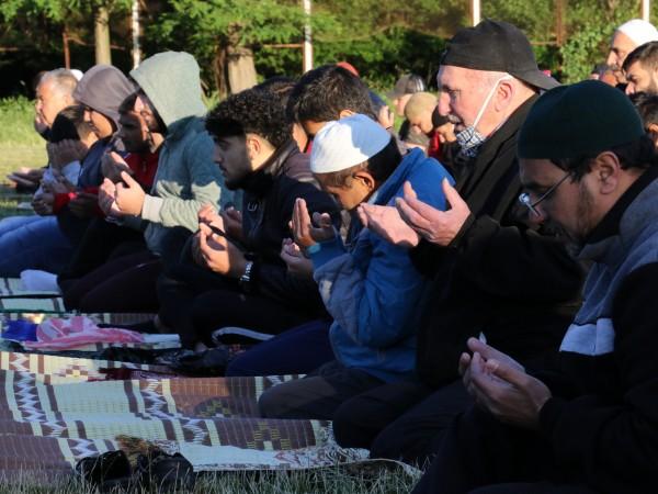 Мюсюлманите посрещнаха Курбан Байрям при строги мерки за здравна безопасност.