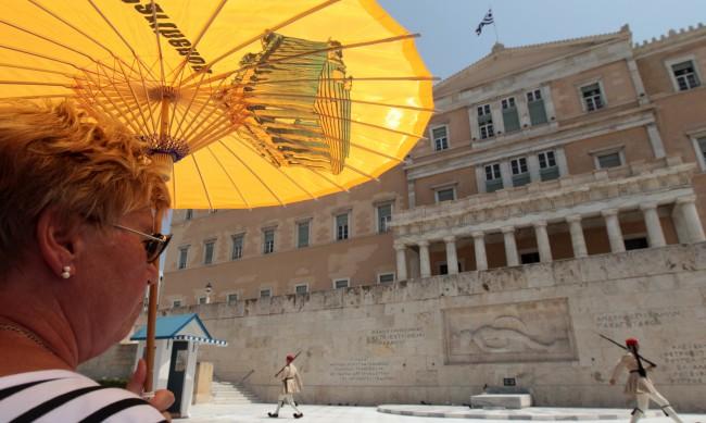 Гърците не се дават – и на икономическата криза, и на коронавируса