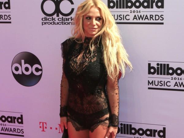 Бритни Спиърс отново изненада феновете си. Певицата сподели снимка в