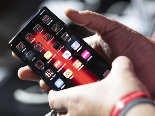 Представителят на Huawei в Германия Дейвид Уанг призова в петък