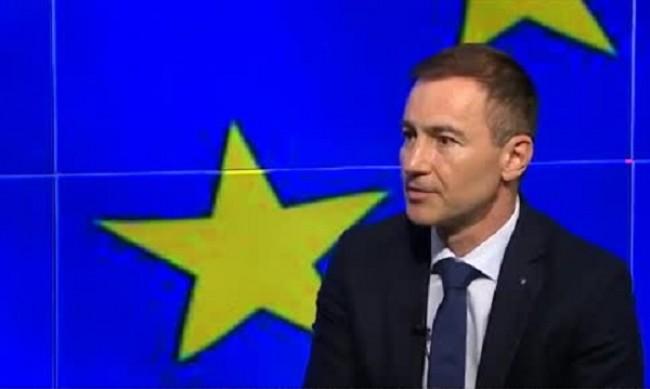 Служебен кабинет може да забави парите от ЕС за възстановяване, смята Андрей Ковачев