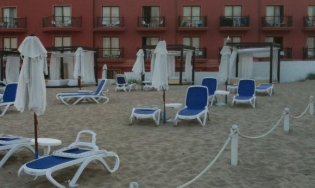 Плажовете препълнени, но туристите рядко ходят на заведения