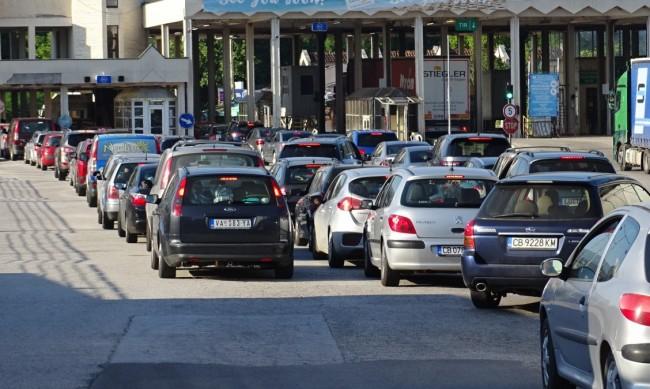 Отново километрична опашка от чакащи за влизане в Гърция