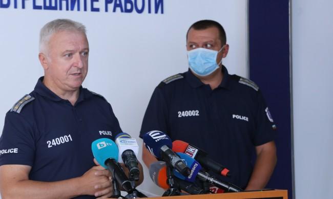 Заради коронавируса, намаляват полицаите на протестите