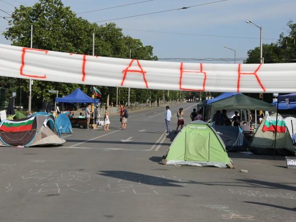 За пореден 24-и ден демонстранти се събраха на протест в