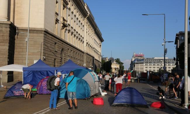 Протестът в Ден 25: Блокадите на ключови кръстовища остават