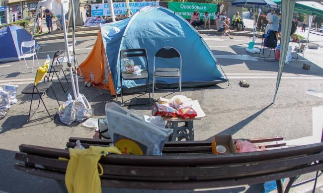 Палаткови лагери - вече на три кръстовища в София