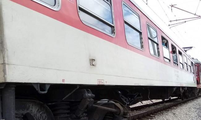 Момче загина, а сестра му е в кома след катастрофата с влак