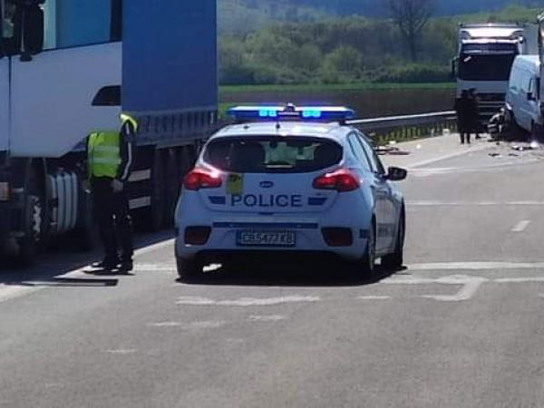 Полицаи от Димитровград задържаха 47-годишен турски водач, пробвал да подкупи